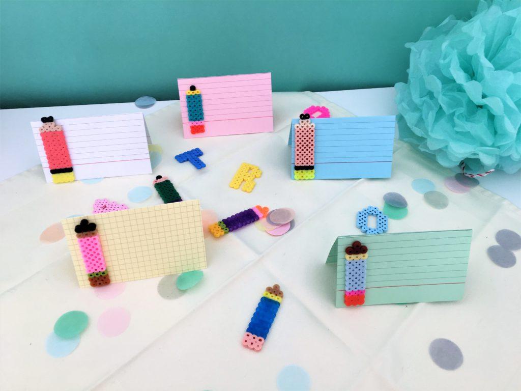 DIY-Tischkarten aus Bügelperlen und Karteikarten