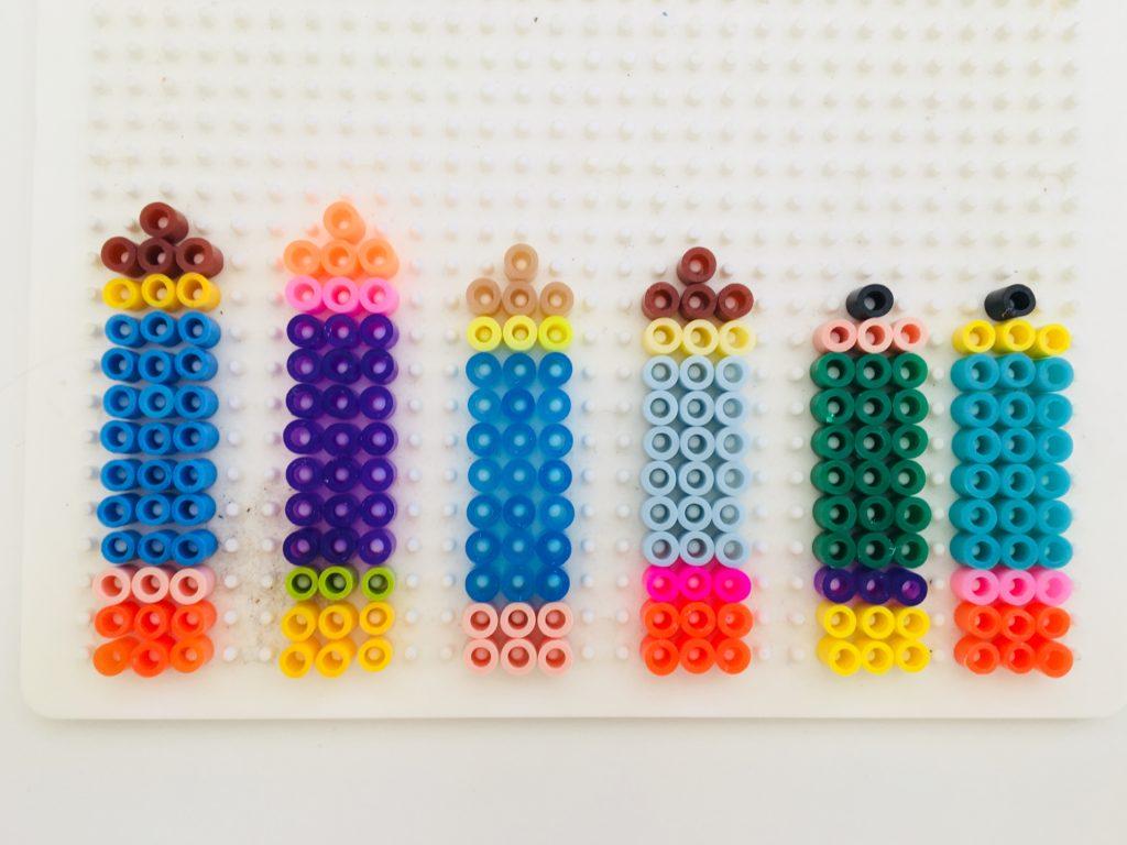 Buntstifte aus Bügelperlen für Tischkärtchen zur Einschulungsfeier